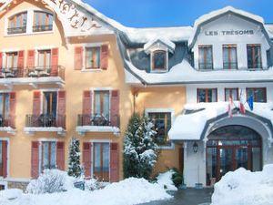 勒斯特樂索門斯湖和溫泉度假酒店(Les Tresoms Lake and Spa Resort)