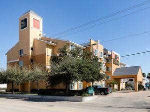 品質套房維斯特切斯酒店(Quality Inn & Suites West Chase)