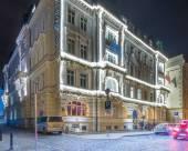 華沙納薇斯威特酒店