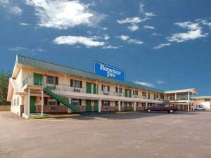 德梅因羅德威旅館(American Inn and Suites)