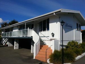 里維洛奇汽車旅館(Riverlodge Motel)
