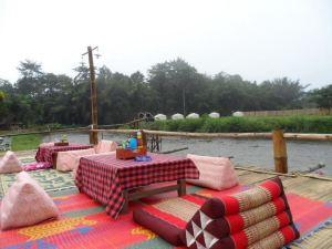 班排濱江度假酒店(Baan Pai Riverside Resort)