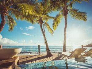 卡瑞娜海灘酒店(CaranaBeach)