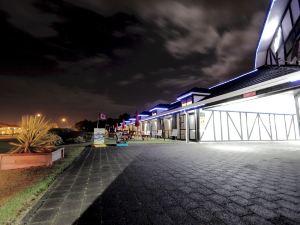 陶波徹爾姆斯伍德汽車旅館(Chelmswood Motel Taupo)