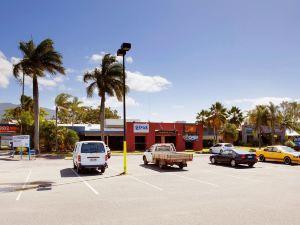 凱恩斯邊山酒館旅館(The Edge Hill Tavern Hotel Cairns)
