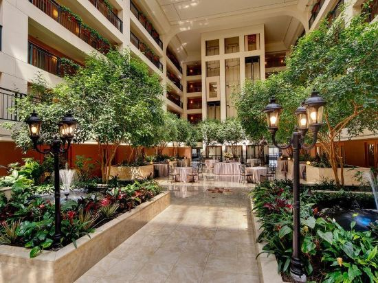 Delta Hotels By Marriott Chicago North S Suites