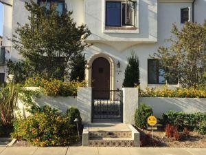 Sunset Boulevard House