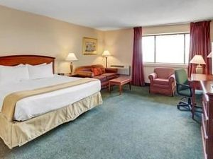 印第安納波利斯機場華美達酒店(Ramada Indianapolis Airport)