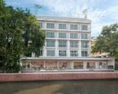 卡薩微瑪河畔酒店