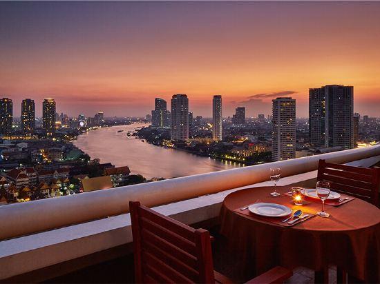 是隆中央酒店(Centre Point Silom)餐廳