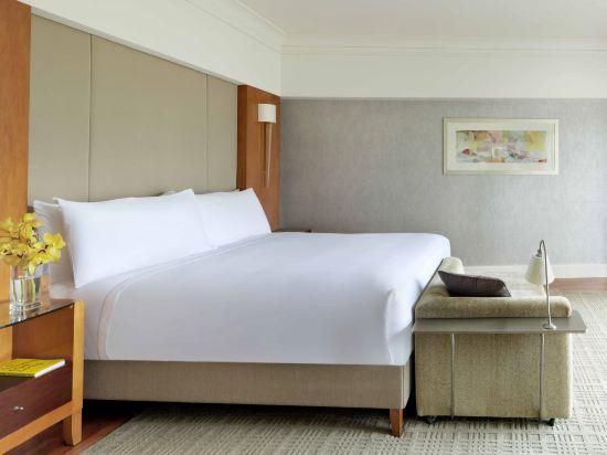 新加坡費爾蒙酒店(Fairmont Singapore)豪華港景房
