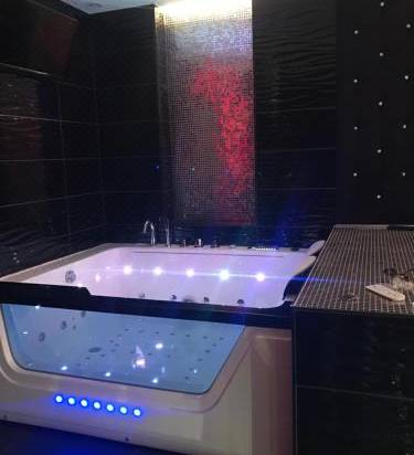 Le Cabaret Vip Spa Reviews For 0 Star Hotels In Lyon Trip Com