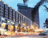 富人住宅區 PLAZA DAMAS 靠近馬來西亞蘇丹官方王宮
