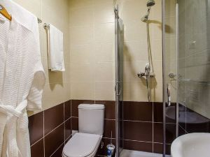 拉租尼貝拉格酒店(Hotel Lazurny Bereg)