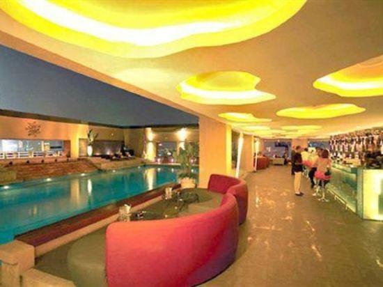 太平洋麗晶套房酒店(Pacific Regency Hotel Suites)室內游泳池