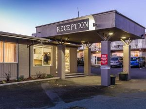 雙峰湖濱酒店(Twin Peaks Lakeside Inn)