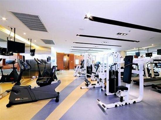 是隆中央酒店(Centre Point Silom)健身房