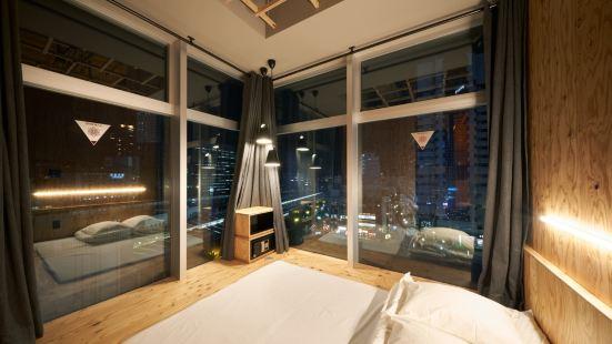 東京新宿書與床 - 青年旅舍