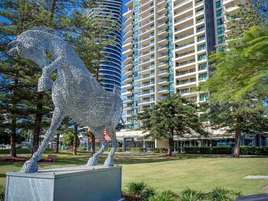 Mantra Broadbeach on The Park Hotel Gold Coast