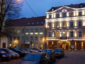 納魯提斯酒店