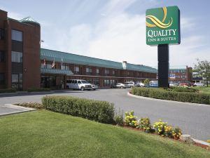 皮埃爾·埃利奧特·特魯多國際機場品質套房酒店(Quality Inn & Suites P.E. Trudeau Airport Montreal)