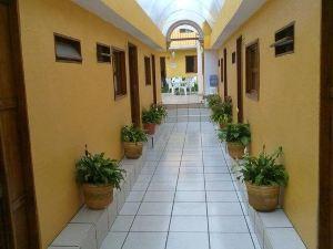 卡美里那斯旅館酒店(Hotel Posada Camelinas)