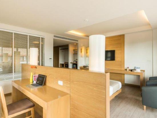 艾瑞斯華欣酒店(Ayrest Hua Hin Hotel)尊貴豪華池景房