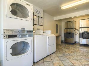 棕櫚泉蘭喬米拉日6號汽車旅館(Motel 6 Palm Springs - Rancho Mirage)