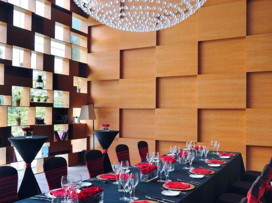 新加坡聖淘沙艾美酒店(Le Méridien Sentosa Singapore)酒吧