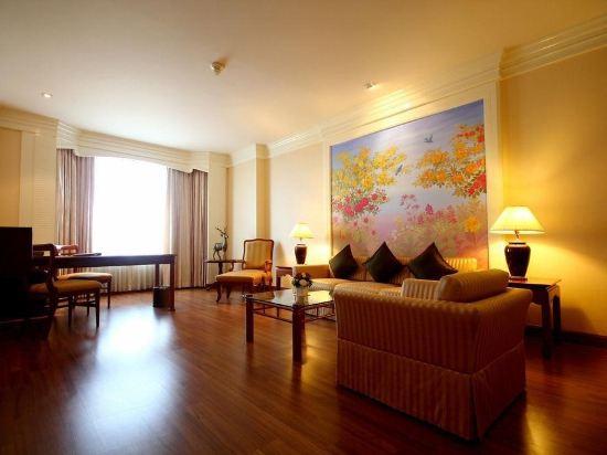 綠寶石酒店(The Emerald Hotel)拉查達套房