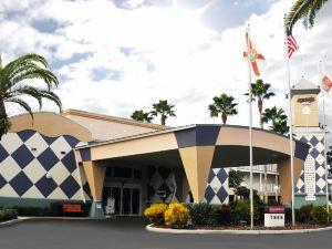 克拉麗奧麥蓋特酒店(Clarion Suites Maingate)