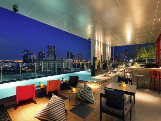 宜必思尚品曼谷素坤逸康福酒店(Ibis Styles Bangkok Sukhumvit Phra Khanong)室外游泳池