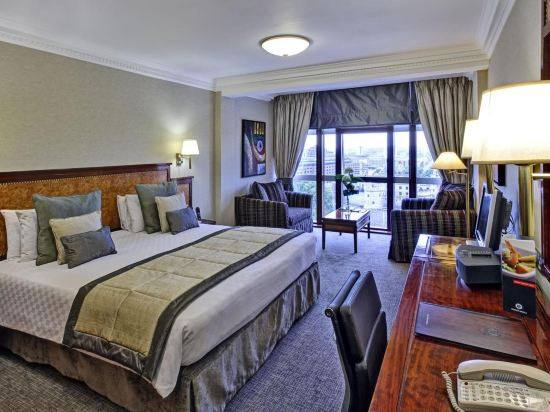 Leonardo Royal Hotel London City