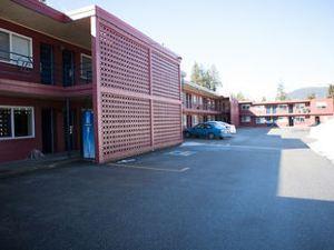 雷夫爾斯托克旅館(Revelstoke Lodge)