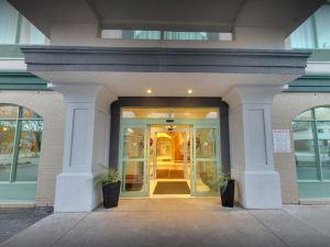 戴斯套房酒店 - 尼亞加拉瀑布旁,中心街(Days Inn & Suites - Niagara Falls, Centre St., by The Falls)