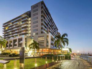 凱恩斯海港燈光酒店