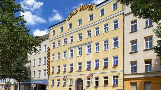 Gold Hotel