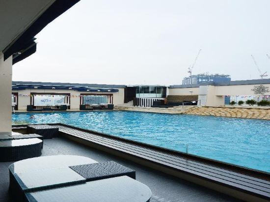 太平洋麗晶套房酒店(Pacific Regency Hotel Suites)室外游泳池