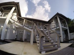 吉利特拉旺安特昂萬安度假村(The Trawangan Resort Gili Trawangan)