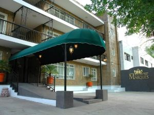 德爾馬科斯套房酒店(Del Marques Hotel and Suites)