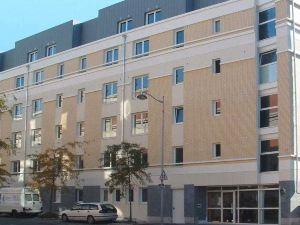 塞祖爾阿菲爾雷伊斯克萊馬來酒店(Séjours & Affaires Reims Clairmarais)
