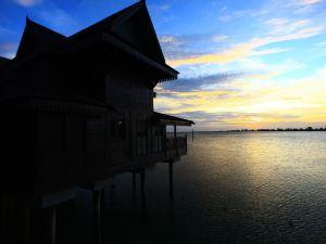蘭卡威瀉湖海浪別墅度假村(Ombak Villa Langkawi)