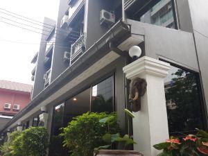 雅卡酒店(Yaka Hotel)