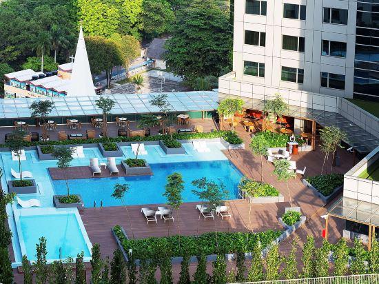 新山希爾頓逸林酒店(Doubletree by Hilton Johor Bahru)室外游泳池