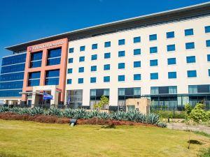 喬莫肯雅塔國際機場希爾頓花園酒店