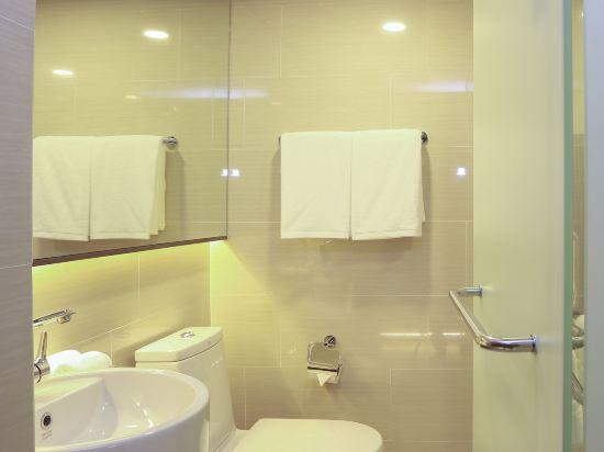 康帕斯酒店集團素坤逸11巷瑞士大酒店(Grand Swiss Sukhumvit 11 by Compass Hospitality)高級大床房