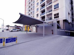 領袖廣場公寓(Leaders Plaza Apartments)