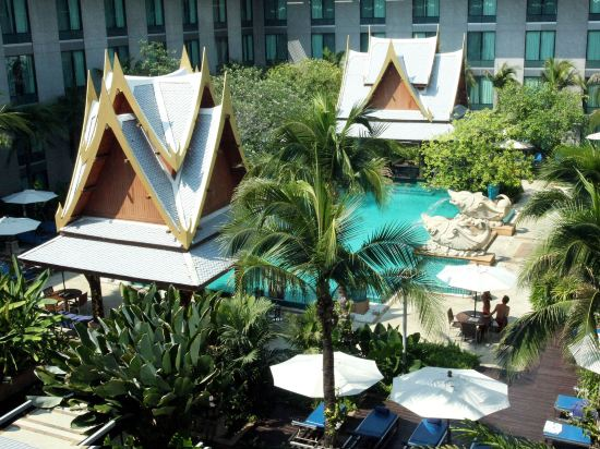 曼谷素萬那普機場諾富特酒店(Novotel Bangkok Suvarnabhumi Airport)室外游泳池