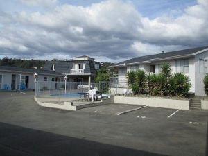 禮賓庭院汽車旅館(Courtesy Court Motel)