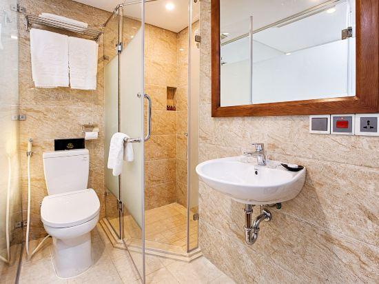 峴港海灘巴利斯德利酒店(Paris Deli Danang Beach Hotel)豪華特大床房